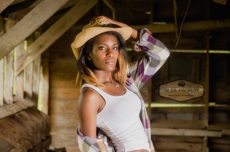 high school senior country shoot in barn
